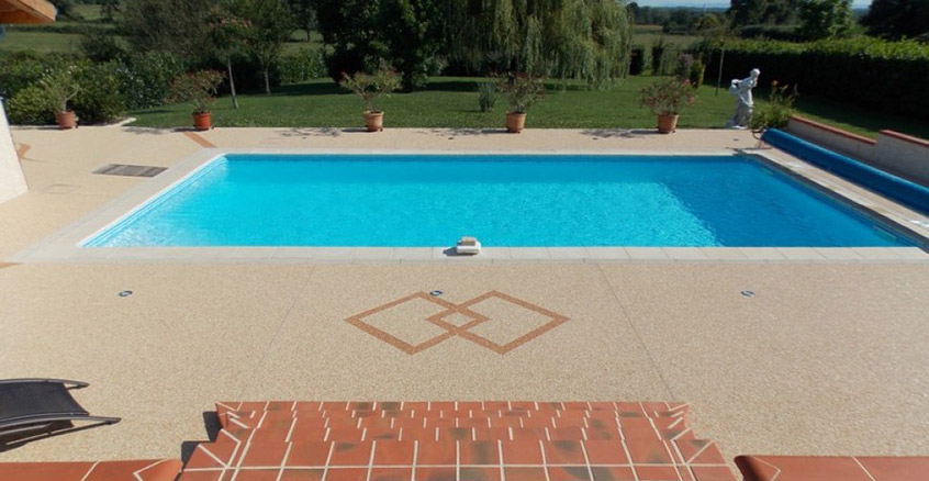 Moquette de pierre : meilleure solution pour une plage de piscine imperméable