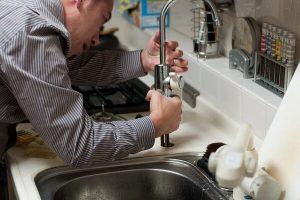 Pourquoi embaucher un plombier pour une installation de plomberie simple ?